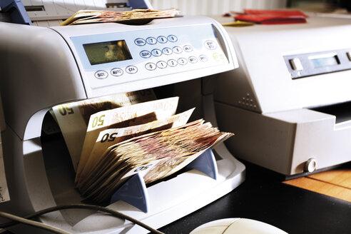 Cash counter in bank office - 06084CS-U