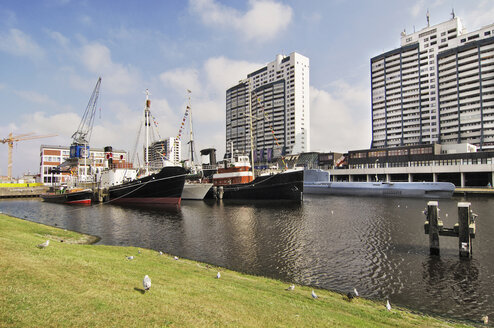 Germany, Bremerhaven, Worpswede, ships and high rises - MBF00698