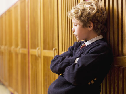 Boy (4-7) standing and leaning on locker, side view, close-up - WESTF04451