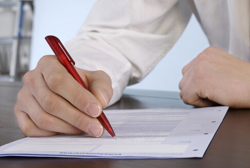 Man filling in application form, close-up - WESTF04795