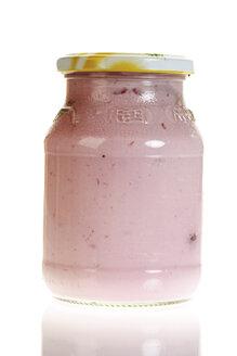 Fruit yoghurt, close-up - 06268CS-U
