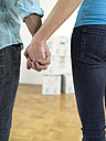 Couple holding hands, close-up - WESTF05212