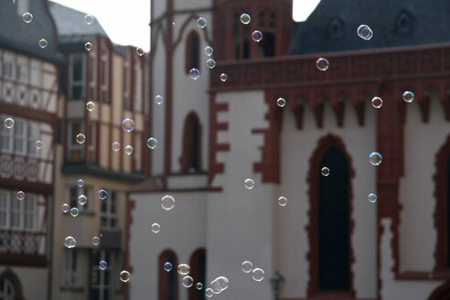 Germany, Frankfurt, soap bubbles - TL00059
