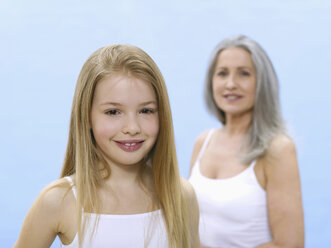 Grandmother and granddaughter, portrait - WESTF05325