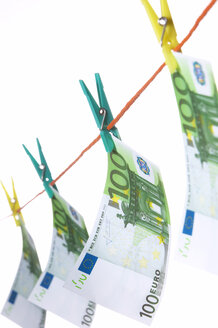 Hundred euro notes on clothesline, close-up - THF00543