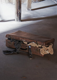 Old suitcase on attic, close-up - TLF00078