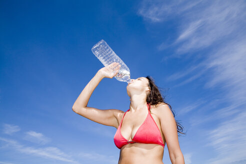Young woman drinking from water bottle - LDF00501