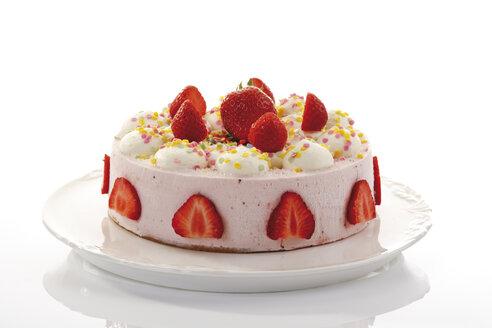 Strawberry-cream cake, close-up - 06777CS-U