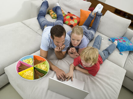 Family using laptop - WESTF05977