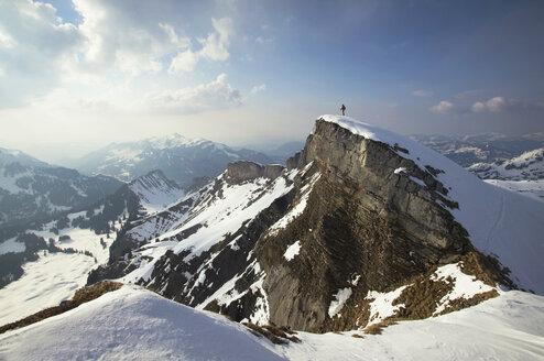 Austria, Kleinwalsertal, Man skiing in Alps - MRF00922