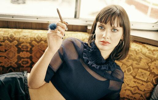 Woman smoking cigar, portrait - PK00228