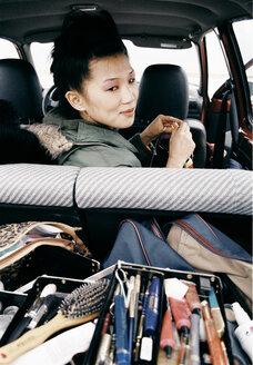 Asian woman in van, portrait - PK00225
