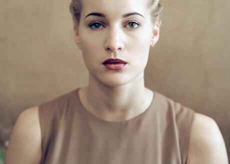 Portrait of a blonde woman - SE00007