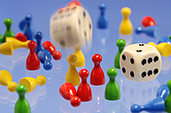Figurines and dice - AS03404
