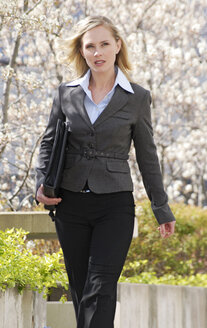 Businesswoman, outdoors, portrait - VRF00052