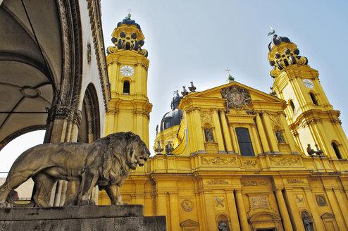 Germany, Bavaria, Munich,Felherrnhalle and Theatiner Church - MB00760