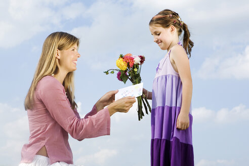 Mother and daughter, girl holding bunch of flowers - LDF00542