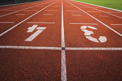 Painted '3' and '4' on running track - 07750CS-U