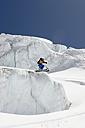 Austria, Tyrol, Pitztal man snowbording on glacier - FFF00831