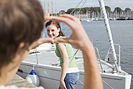 Germany, Baltic Sea, Lübecker Bucht, Young couple having fun - BAB00463