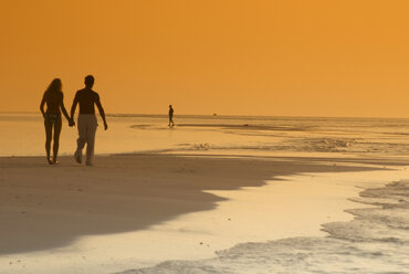 Couple on the beach, silhouetted at sunset, Maldives - GNF00951