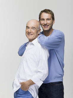 Father with adult son leaning on him in neighbourhood, portrait - WESTF06413