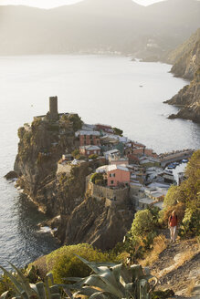 Italy, Liguria, Vernazza, Woman hiking - MRF01053
