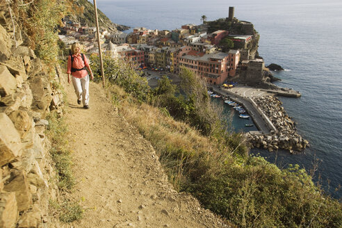 Italy, Liguria, Vernazza, Woman hiking on pathway - MRF01014