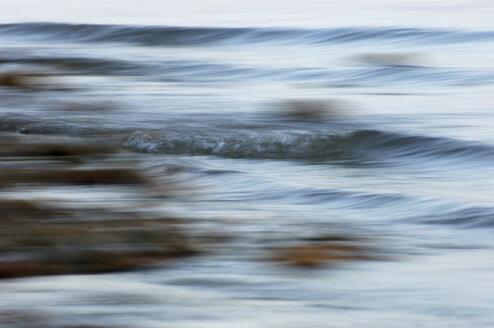 Germany, Baden-Württemberg, Lake Constance, Waves on lake - SMF00271