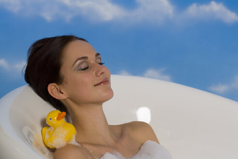 Young woman taking bubble bath - RRF00023