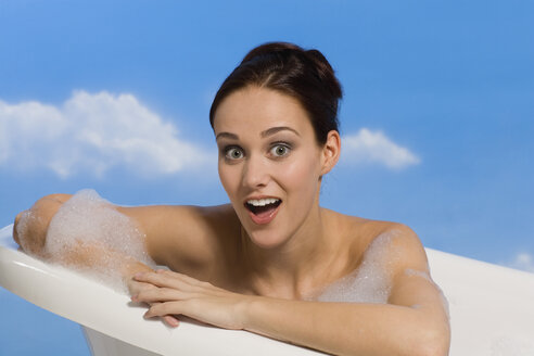 Young woman taking bubble bath - RRF00014