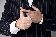 Man making hand gesture, counting, close-up - MAEF00762