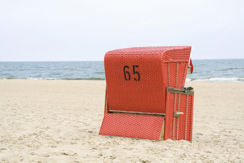 Beach chair on beach - HKF00126