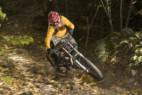 Italy, Southern Tyrol, man mountain biking - FFF00850