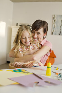 Mother embracing daughter (8-9), smiling, portrait - WESTF07395