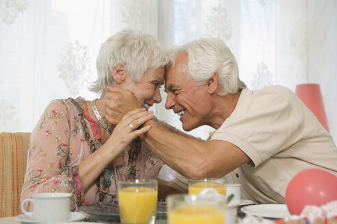 Senior couple embracing, smiling - HKF00158