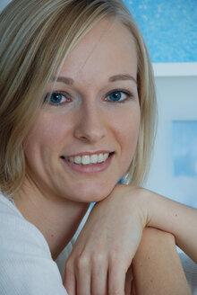 Blonde woman, portrait - DKF00133