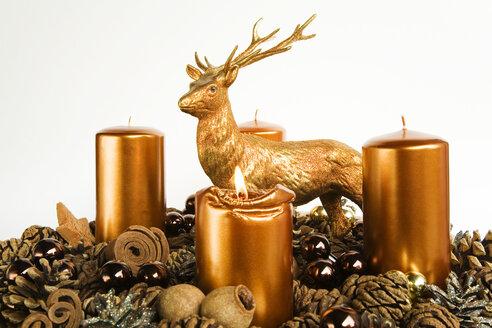 Advent wreath, candles, deer figure - GWF00593