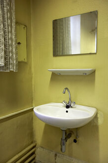 Old lavatory with washbasin - TH00674