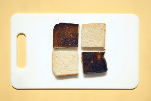 Sliced burnt toast and toast on breakfast plate, elevated view - MUF00270