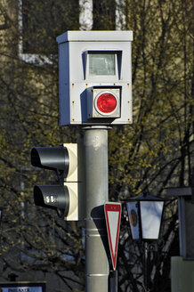 Traffic light and speed camera - MBF00809