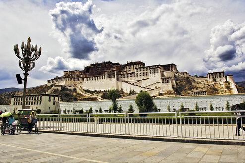 China, Tibet, Lhasa, Potala Palace - MB00782