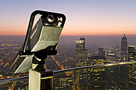 Germany, Frankfurt on the Main, view of the town at night, telescope in the foreground - WD00073