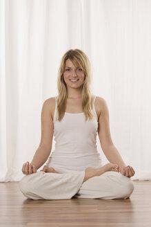 Blonde woman doing yoga exercise, portrait - LDF00599