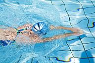 Woman swimming in pool - GWF00648