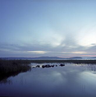Finland, Break of dawn over lake - PM00564