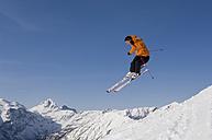 Austria, Salzburger Land, Altenmarkt- Zauchensee, Skier jumping, mid air - HH02478