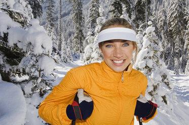 Austria, Salzburger Land, Altenmarkt-Zauchensee, Young woman in snow, smiling, portrait - HH02517