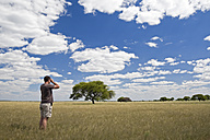 Africa, Botswana, Tourist looking at the landscape - FOF00694