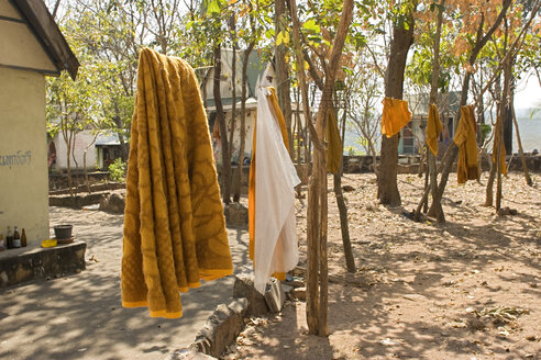 Thailand, Nakhon Ratchasima, Monk colony, clothes on clothesline - GA00073